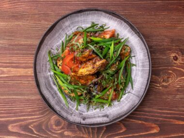 Теплый салат с баклажанами и томатами